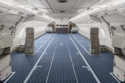 A380 s vymontovanými sedačkami pro přepravu nákladu. Foto: Hi Fly
