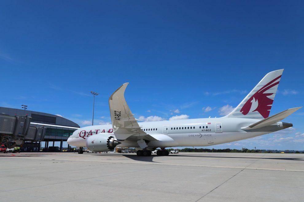 Boeing 787-8 společnosti Qatar Airways v Praze. Foto: Letiště Praha