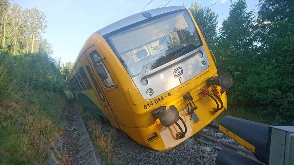 Vykolejená Regionova u stanice Lázně Kynžvart. Pramen: Drážní inspekce