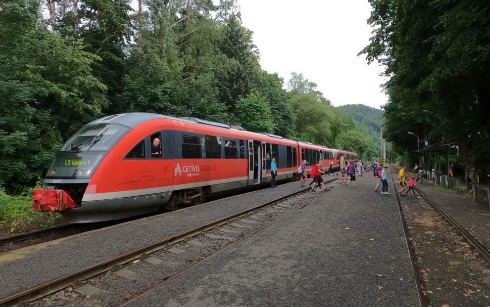Zdvojená souprava Arrivy v Malé Skále. Foto: Liberecký kraj