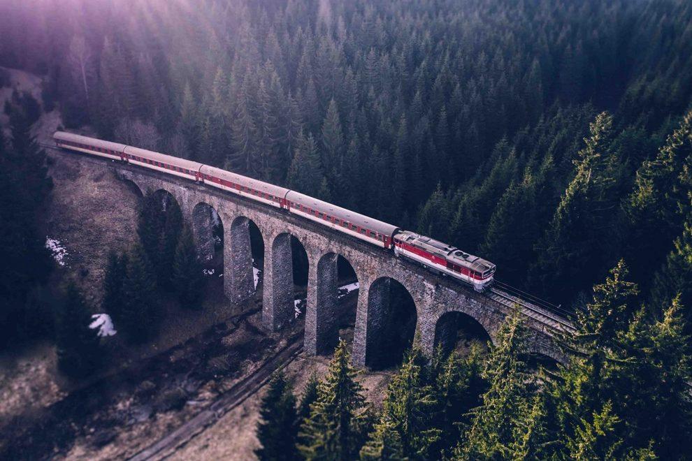 Vlak na Chmarošském viaduktu u Telgártu. Foto: ZSSK