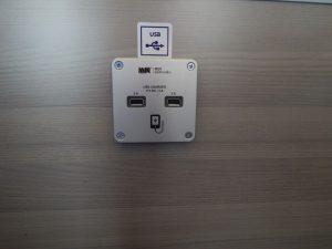 Zásuvka USB, motorový vůz 811. Autor: Jan Šindelář/Zdopravy.cz