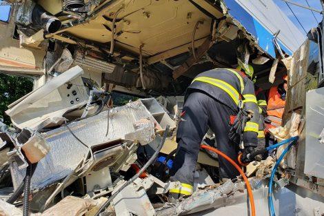 Poškozený CityElefant po nehodě, Český Brod. Pramen: Správa železnic