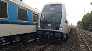 Srážka osobního vlaku s rychlíkem v Běchovicích. Foto: Hasiči Praha