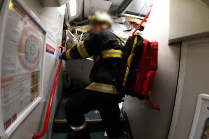 Zásah hasičů u nehody vlaků u Českého Brodu. Foto: HZS