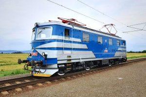 Lokomotiva 121.065 v novém retro nátěru. Foto: IDS Cargo