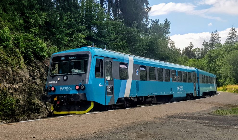 Motorová jednotka řady 845 společnosti Arriva vlaky ve stanici Jesenný. Foto: Jan Sůra / Zdopravy.cz