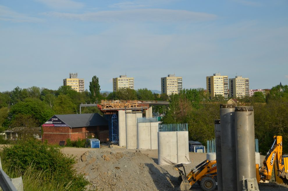 Stavba estakády přes koridor na I/55, Přerov-Předmostí. Pramen: ŘSD