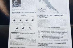 """Cestující dostávají speciální """"noviny"""" s informacemi o příjezdu, návazných spojích či důležitými kontakty. Foto: Jan Sůra / Zdopravy.cz"""