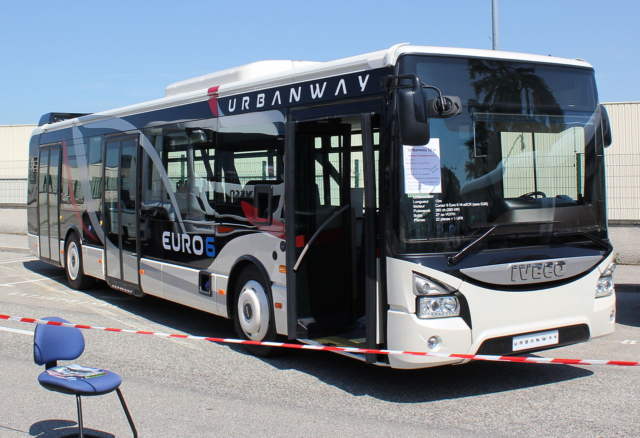 Iveco Urbanway (12 m). Autor: Ibou69100 – Vlastní dílo, CC BY-SA 3.0, https://commons.wikimedia.org/w/index.php?curid=27139409