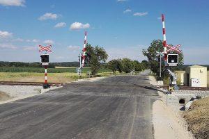 Nové zabezpečení přejezdu, Sedlice. Pramen: Správa železnic