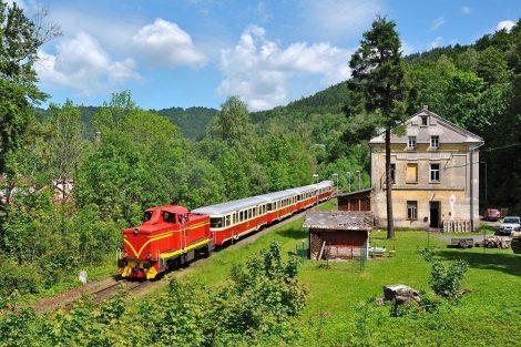 Lokomotiva T426.001 na ozubnicové železnici mezi Tanvaldem a Kořenovem. Foto: Zubačka.cz ozubn