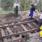 Brigáda na obnově tratě ze Zubrnic do Lovečkovic. Foto: Zubrnická museální železnice
