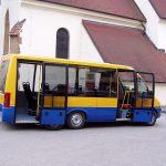 Třínápravový minibus společnosti Audis Bus. Pramen: Audis Bus