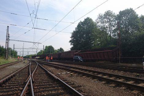 Vykolejení nákladních vozů ve Mstěticích. Foto: Drážní inspekce