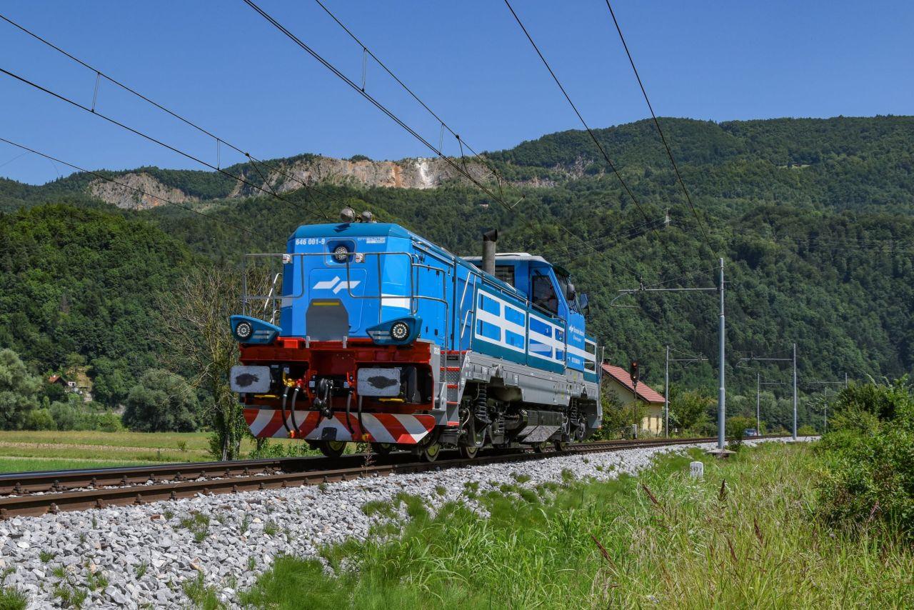 EffiShunter 1000 slovinských drah SŽ Tovorni promet během zkoušek. Pramen: CZ LOKO