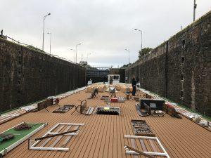 Hotelová loď Florentina proplouvá rozestavěnou komorou Hořín. Pramen: ŘVC ČR