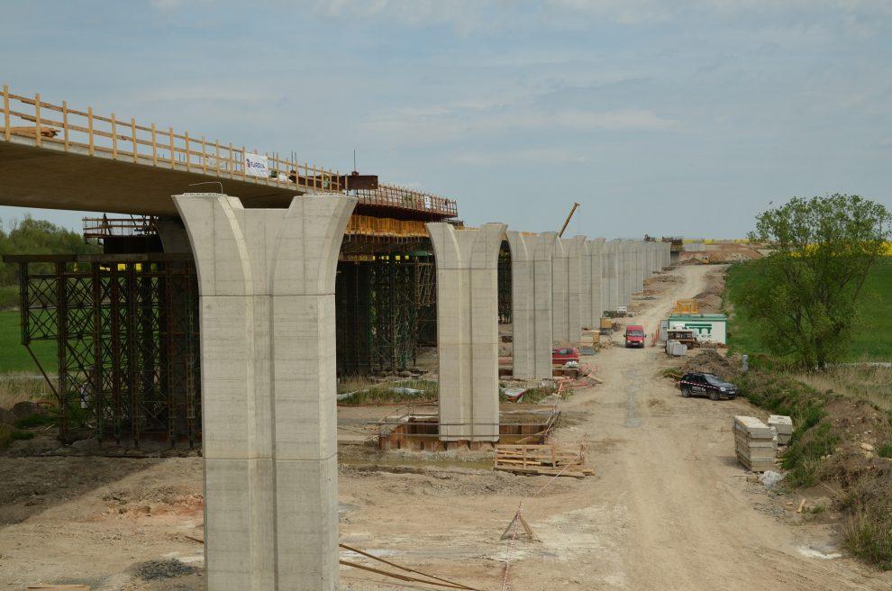 Výstavba D11 v úseku Hradec Králové - Smiřice. Pramen: ŘSD
