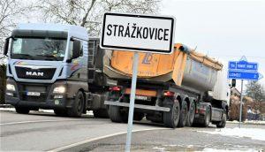Průjezd obcí Strážkovice. Pramen: Jihočeský kraj