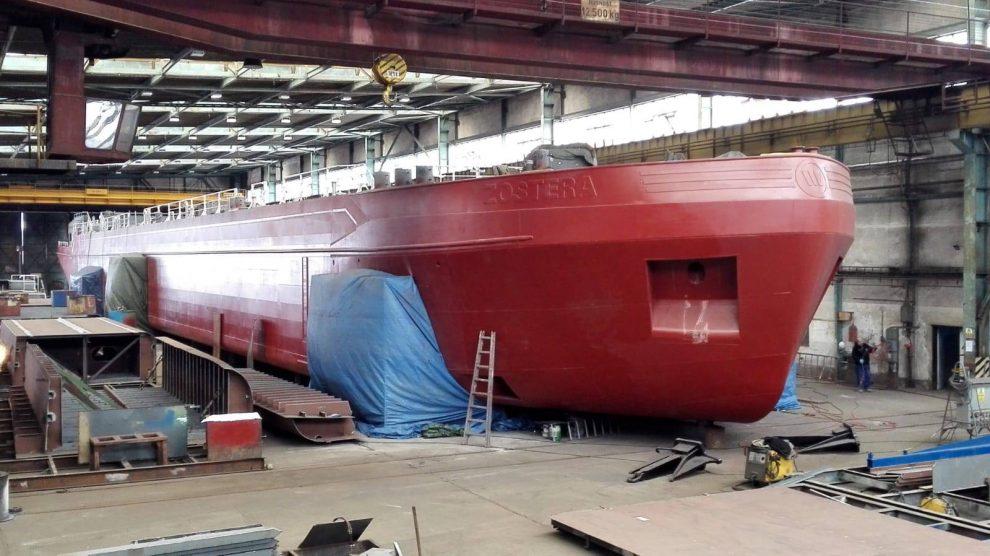 Výroba tankeru ve firmě České loděnice. Pramen: České loděnice