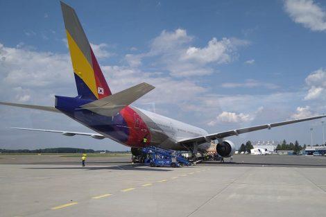Boeing 777-200 společnosti Asiana v Ostravě. Foto: LKMT Spotters