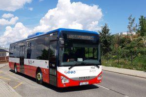 Iveco Crossway LE 12 v zastávce Bradlec, K Láskovu. Foto: Arriva