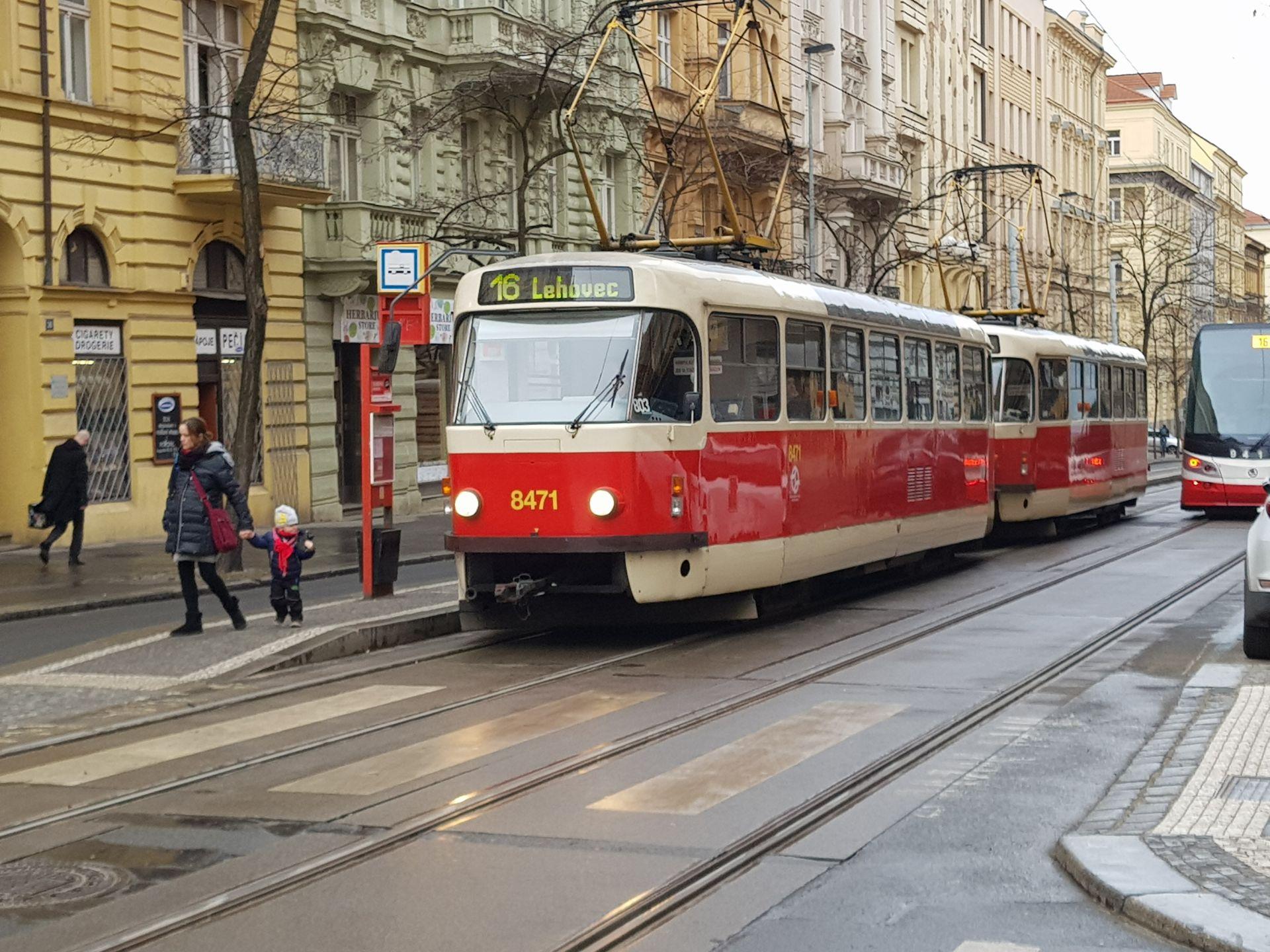 Tramvajová zastávka Šumavská v Korunní ulici v Praze. Foto: Jan Sůra / Zdopravy.cz