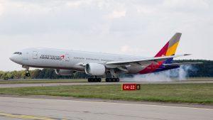Boeing 777-200 Asiana Airlines v Ostravě. Foto: Radim Koblížka / LKMT Spotters