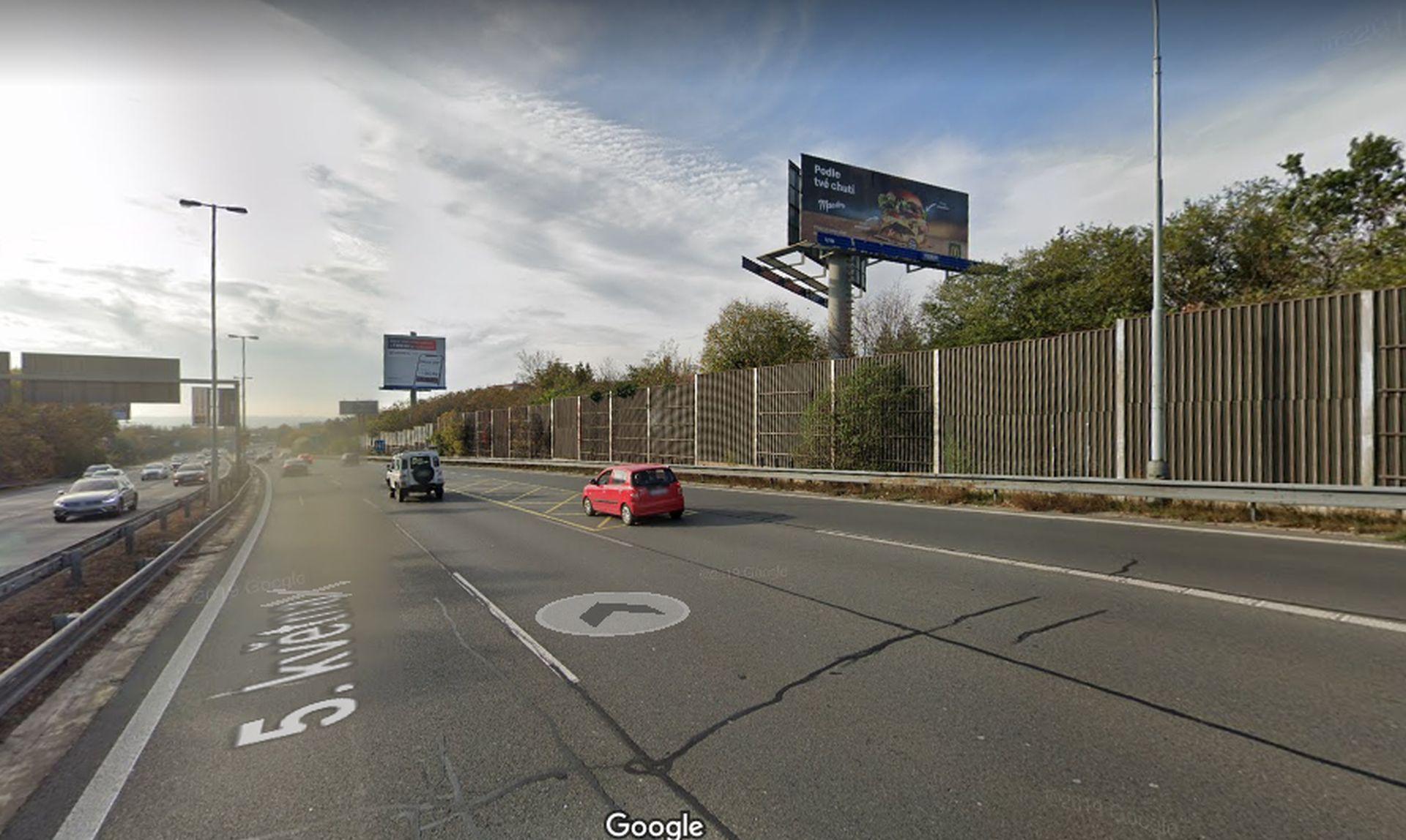 Úsek magistrály před sjezdem na Jižní spojku, kde chce Praha vyhrazený pruh pro autobusy. Foto: Google Street View