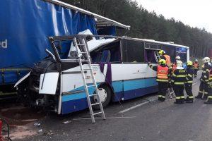 Nehoda autobusu s kamionem u Plzně. Foto: Policie ČR