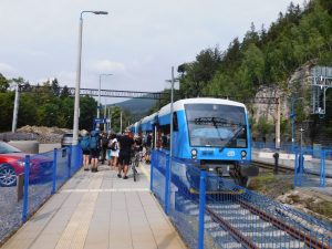 O 10 minut zpožděný mezistátní osobní vlak 2656 Liberec - Szklarska Poreba Górna. 15. 8. 2020. Autor: Jindřich Berounský