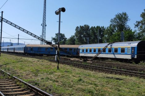 Vykolejený rychlík Vysočina v Tišnově. Pramen: Drážní inspekce