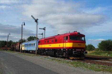 Souprava s parní lokomotivou 556.0304 v Jenči. Foto: Železniční společnost Výtopna Jaroměř