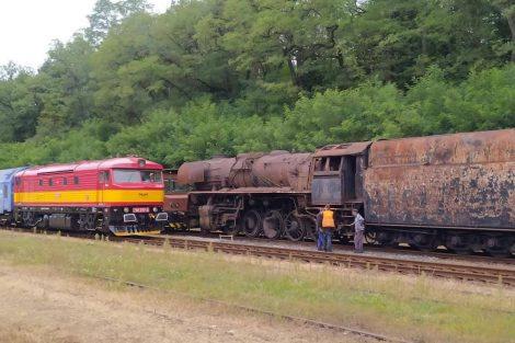 Lokomotiva 556.0304 před odjezdem z Lužné. Foto: Železniční společnost Výtopna Jaroměř