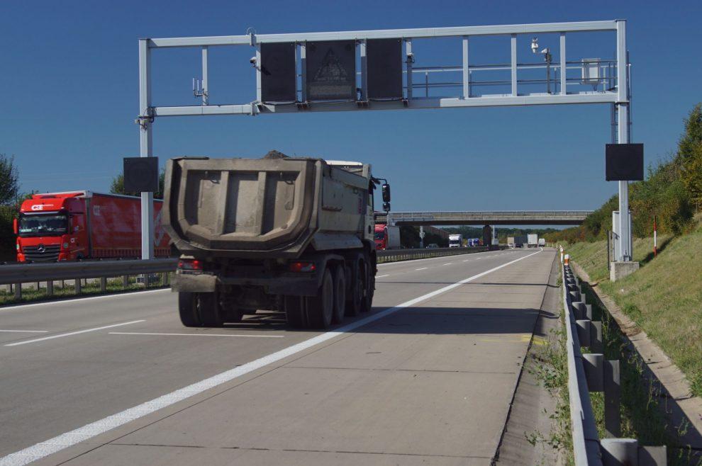 Portál úsekového měření na pražském okruhu (D0). Pramen: ŘSD