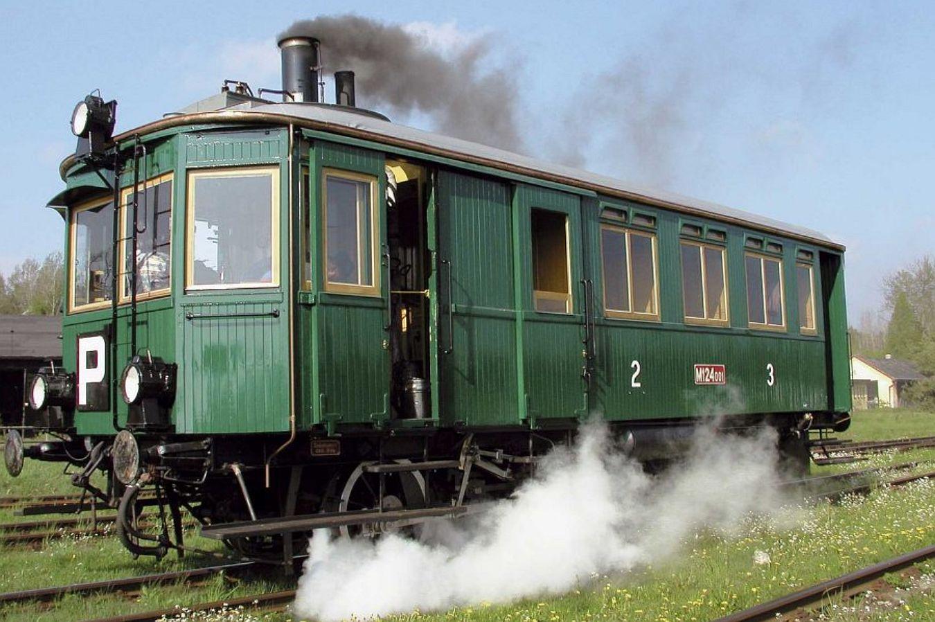 Parní motorový vůz M124.001 (Komarek). Pramen: NTM