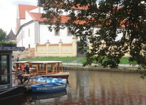 Zastávka lodní dopravy na slepém rameni Malše v centru Českých Budějovic. Autor: Zdopravy.cz/Jan Šindelář