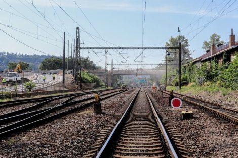 Začátek devítikilometrové stavby. Most s tramvajovou tratí na Barrandov opravuje město. Pramen: Správa železnic