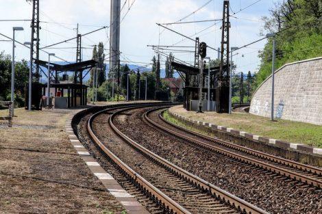 Dnešní zastávka Praha-Velká Chuchle bude přesunuta blíže k ulici Starochuchelská. Pramen: Správa železnic