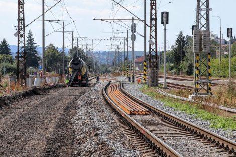 Konec rozestavěného úseku. Stavební práce budou nejviditelnější příští rok. Pramen: Správa železnic