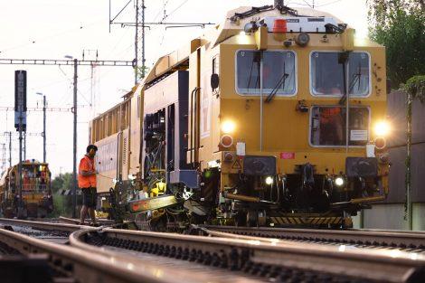 Mechanizace na opravy kolejí firmy Swietelsky. Pramen: Swietelsky Rail CZ