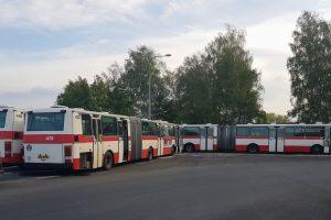 Kloubové autobusy, které pořídil DPMLJ od pražského dopravního podniku zatím ve šrotu neskončí, budou jako záloha. Foto: Jan Sůra / Zdopravy.cz