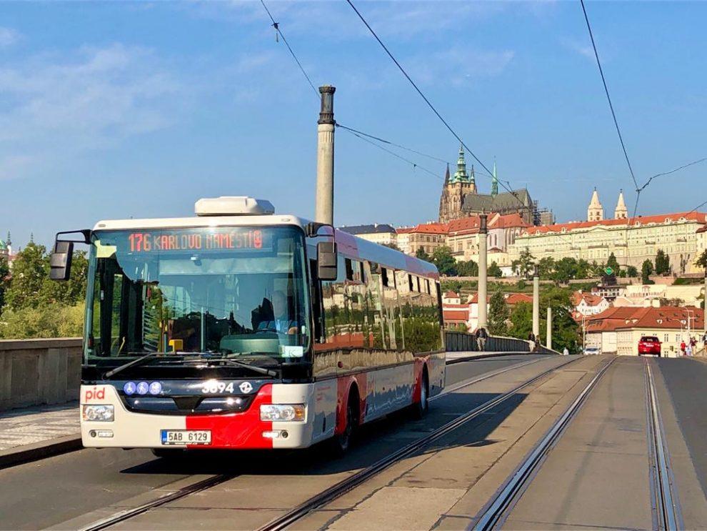 Autobus SOR NB12 v novém nátěru PID. Foto: Daniel Šabík / DPP