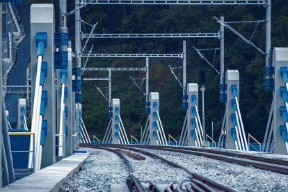 Nový úsek železnice mezi Púchovem a Povážskou Bystricou. Foto: Matúš Vavrek