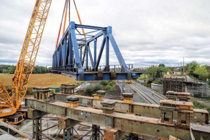 Odstraňování mostu na koridoru u Prosenic. Foto: Správa železnic