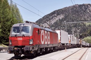 Přeprava kamionových návěsů na vlaku ÖBB. Pramen: ROLA - © ÖBB-RCA/Marek Knopp