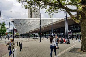 V soutěži je i společnost Benthem Crouwel Architects. Ta navrhla stanici Rotterdam Centraal v Nizozemsku. Stala se jedním z přirozených center druhého největšího města v zemi. Foto: Jan Sůra / Zdopravy.cz