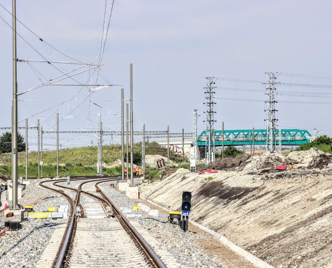 Elektrizace tratě Šakvice - Hustopeče u Brna. Foto: Správa železnic