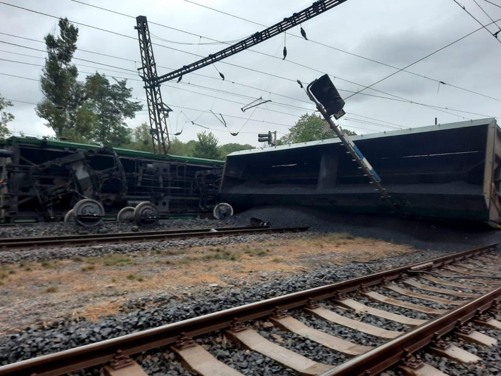 Vykolejení nákladního vlaku v Úpořinách. Foto: Drážní inspekce