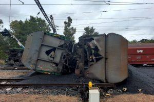 Vykolejení nákladního vlaku v Úpořinách. Foto: Správa železnic